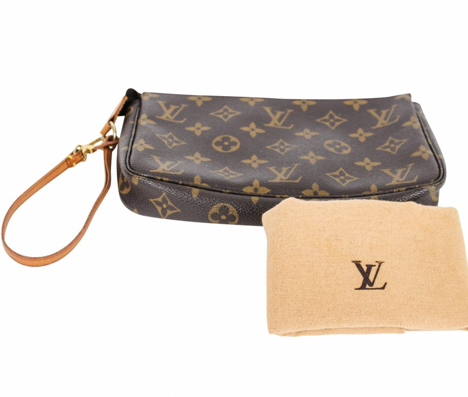 louis vuitton vintage pochette in monogram bags of charmbags of charm. Black Bedroom Furniture Sets. Home Design Ideas